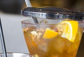 Foto bij Heeft u onze verse ice thee wel eens geproefd?